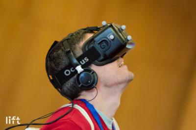 L'auteur, plongé dans une réalité virtuelle…